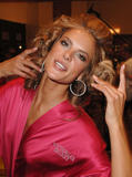 th_97212_fashiongallery_VSShow08_Backstage_AlessandraAmbrosio-78_122_1149lo.jpg