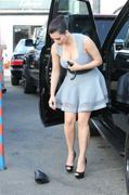 http://img37.imagevenue.com/loc145/th_000462737_Kim_Kardashian_41_122_145lo.jpg