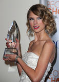 Taylor Swift - Страница 2 Th_49222_Preppie_-_Taylor_Swift_at_the_Peoples_Choice_Awards_2010_in_Los_Angeles_-_Jan._6_2010_519_122_178lo