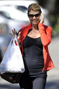 Lori Loughlin shopping in Bel Air 10/08/10