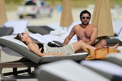 http://img37.imagevenue.com/loc2/th_312879642_Mischa_Barton_Bikini_Candids_on_the_Beach_in_Miami_December_27_2011_270_122_2lo.jpg