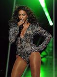 BEYONCE'S NIGHT AT MTV VMA '09 Th_98287_beyonce_Celebutopia_net_5267_122_405lo