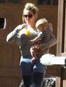 http://img37.imagevenue.com/loc416/th_617436595_Hilary_Duff_Visiting_her_mom3_122_416lo.jpg