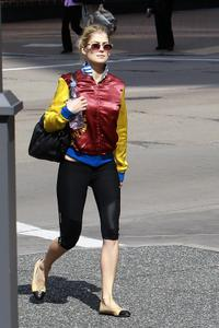 Rosamund Pike - Candids Walking around in Pittsburgh | Spandex, +1 Butt shot |  28 September, 2011 | 10x HQ
