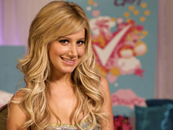 Ashley Tisdale Wallpapers - Mixed size Th_29468_tduid1721_Forum.anhmjn.com_20101130215702008_122_593lo