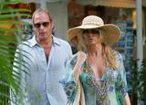 Nicollette Sheridan - Shopping in Saint Barth, 26-12-2007 Foto 129 (�������� ������� - ������� � ����-����, 26-12-2007 ���� 129)