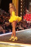 th_97144_Victoria_Secret_Celebrity_City_2007_FS389_123_895lo.jpg