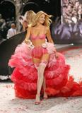 Doutzen Kroes Victoria Secrets fashion show 2008 Foto 499 (������� ���  ���� 499)